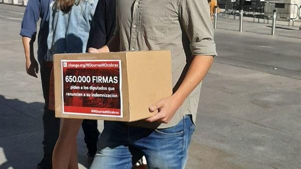 660.000 firmas para que los diputados acaben la legislatura