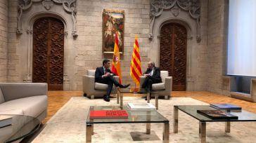 Sánchez rinde pleitesía al 'inhabilitado' Torra