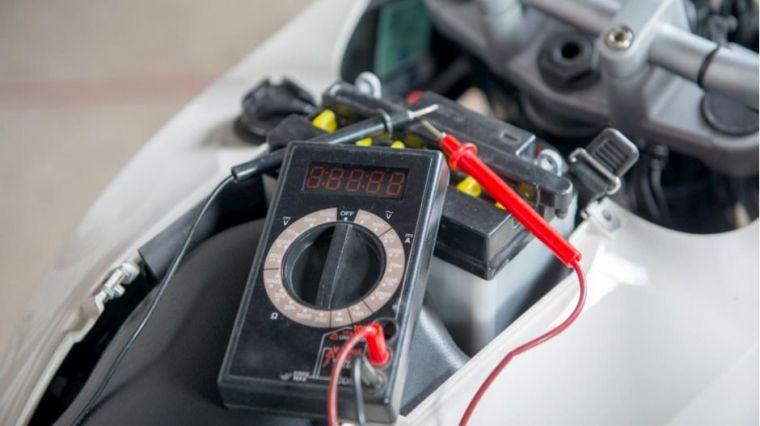 ¿Cómo elegir batería para mi moto?