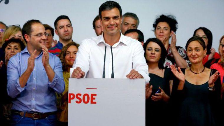 El PSOE resiste el asalto de Podemos