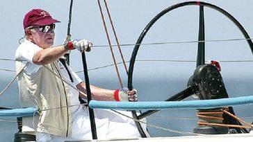 Juan Carlos combate el aburrimiento con su nuevo reloj Apple Watch de oro conectado al iPhone