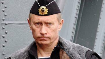 """Putin defenderá con """"uñas y dientes"""" su base naval de Tartus en Siria"""