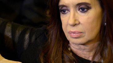 Cristina Kirchner deja tirado al rey emerito Juan Carlos en el aeropuerto de Buenos Aires