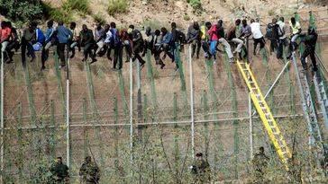 Defensa informa a Felipe VI de la penetración de fuerzas de seguridad marroquíes en la «zona neutral» de Melilla