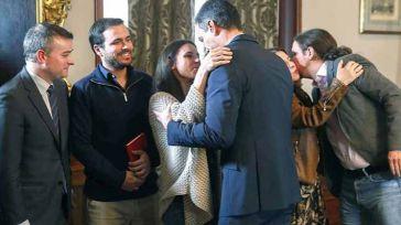 A Sánchez y a Iglesias no les queda otro remedio que acudir a Defensa ante el colapso de la Administración