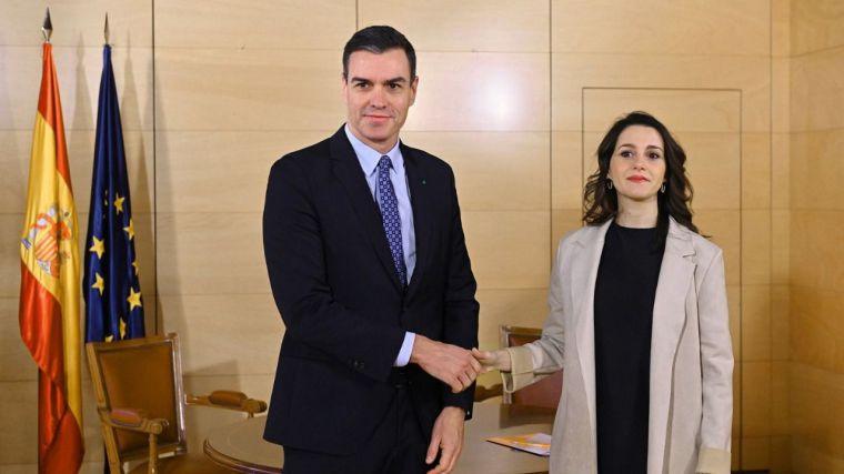 Arrimadas se adelanta al PP y arranca a Pedro Sánchez varias de sus enmiendas a cambio de su apoyo al estado de alarma