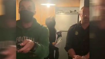 La Policía entra en un domicilio de Palma de Mallorca para parar una fiesta en pleno estado de alarma
