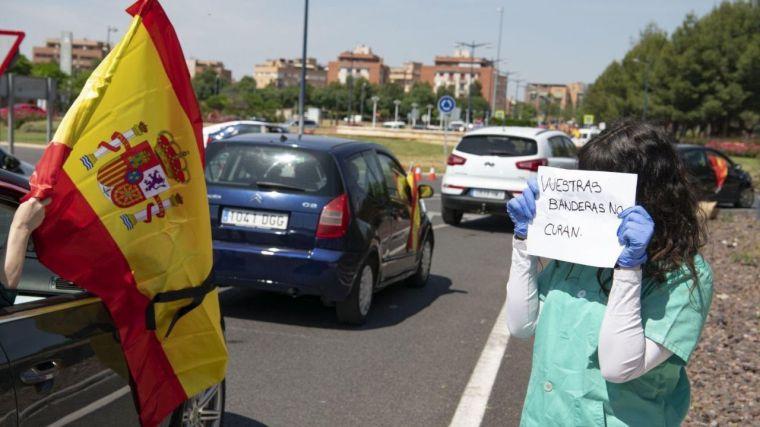 Falsa enfermera boicotea la manifestación del 23-M y provoca indignación en las redes sociales
