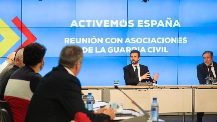 El PP se reúne con 10 asociaciones de la Guardia Civil tras la 'caza de brujas' que se ha llevado por delante a Pérez de los Cobos, Ceña y Santafé
