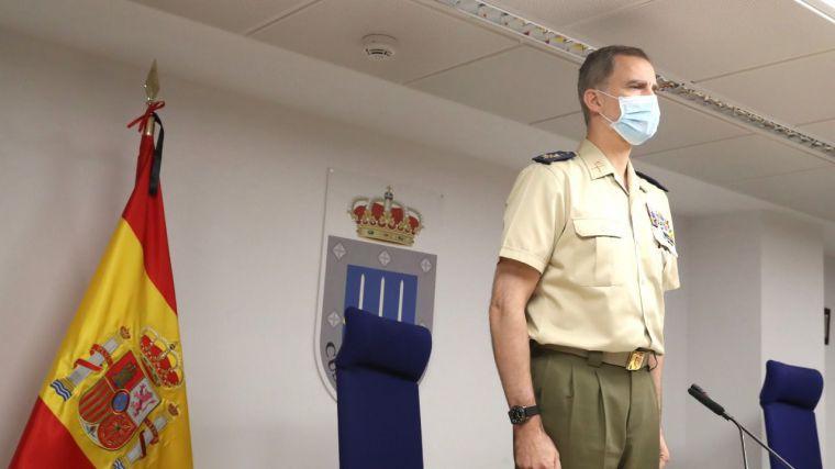 El Rey se quita la mascarilla para enviar 'un mensaje de esperanza y confianza en nuestro futuro' en el Día de las Fuerzas Armadas