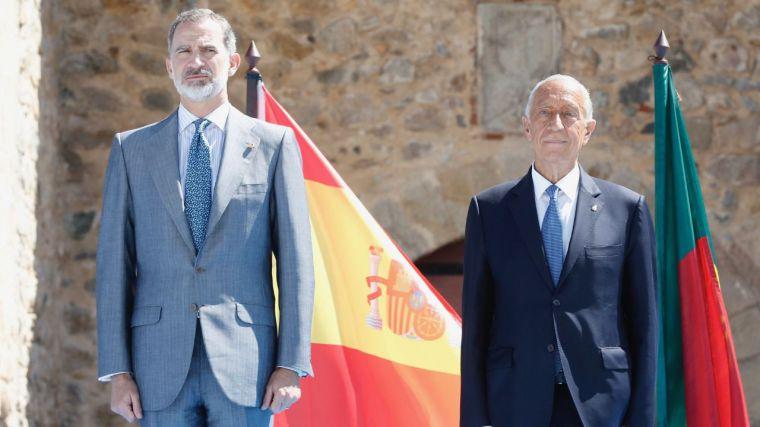 Felipe VI reabre la frontera más larga y antigua de Europa esperando