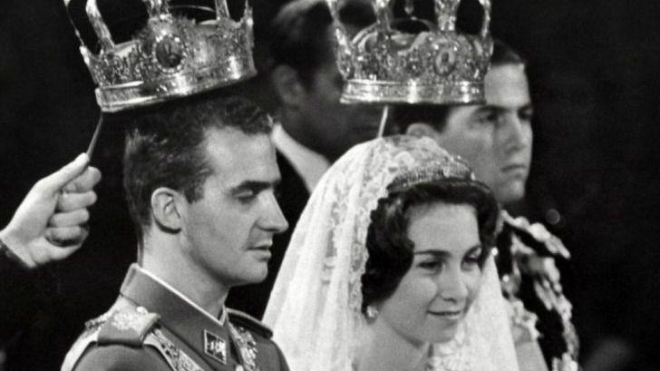 Un equipo de cinco fiscales estudia si Juan Carlos I incurrió en alguna irregularidad punible en la gestión de su fortuna