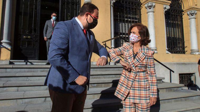 Hasta el PSOE se cansa de la estrategia de Podemos y frena su intento de sacar rédito a la 'huida' de Juan Carlos I