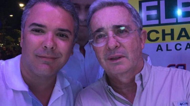 Duque llega a la mitad de su mandato en medio de una crisis judicial sin precedentes tras la detención de Uribe