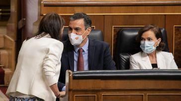 Sánchez contesta: La militancia socialista dividida por el apoyo a la monarquía