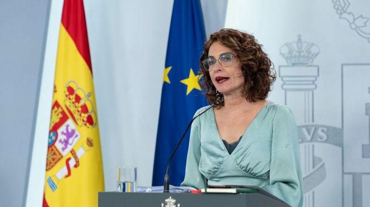 Montero espera que en 2021 'también estén suspendidas las reglas fiscales para los ayuntamientos'