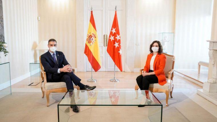 El show de Sánchez en Sol mientras incendia las redes sociales: 'No venimos ni a evaluar ni a juzgar, venimos a ayudar'