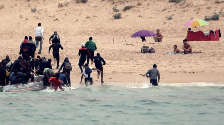 Invasión silenciosa en pleno Covid: El Gobierno mira hacia otro lado ante la llegada masiva de inmigrantes ilegales