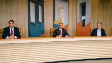 'Teledinero' a domicilio: El insólito acuerdo entre el Banco Santander y Correos