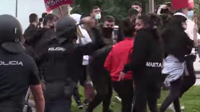 Podemos alienta movilizaciones para luego criticar las 'cargas policiales'