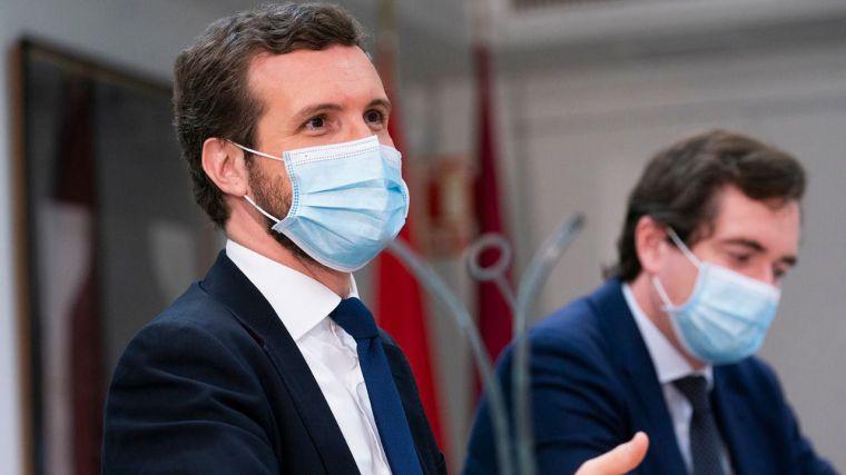 Casado censura 'con su silencio' la complicidad de Sánchez con Iglesias y Garzón en sus ataques al Rey