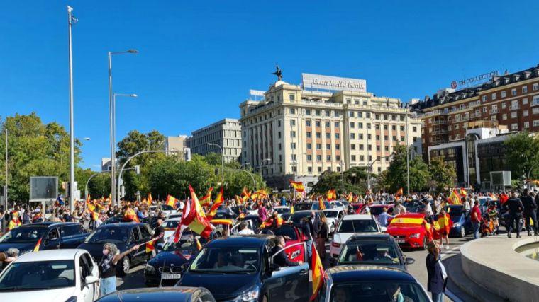 Decenas de miles de españoles se echan a las calles para protestar contra el Gobierno de Sánchez e Iglesias
