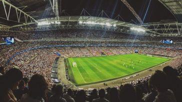 Pinchazo en la burbuja del fútbol profesional