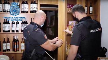 Descubren una sala oculta en una tienda donde se celebraban timbas ilegales multitudinarias