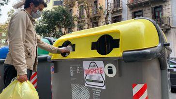 Ecoembes miente: Las misteriosas pegatinas que han aparecido por miles en contenedores amarillos de toda España
