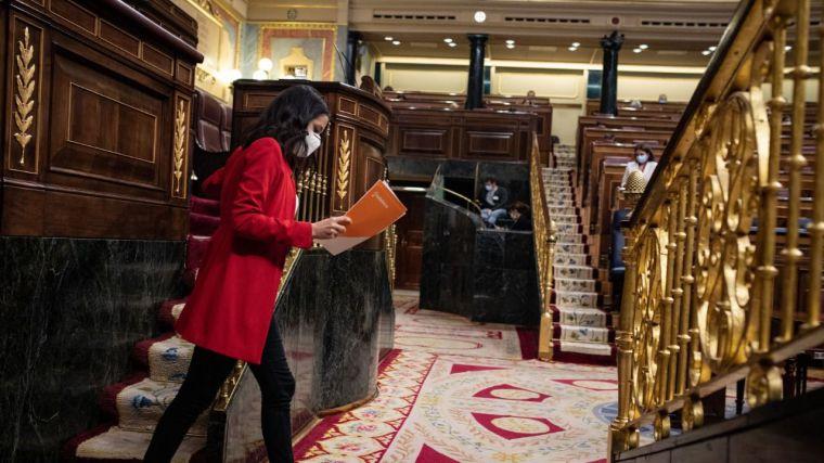 Arrimadas atiza al Gobierno y sale en defensa del castellano aunque se abre a dialogar