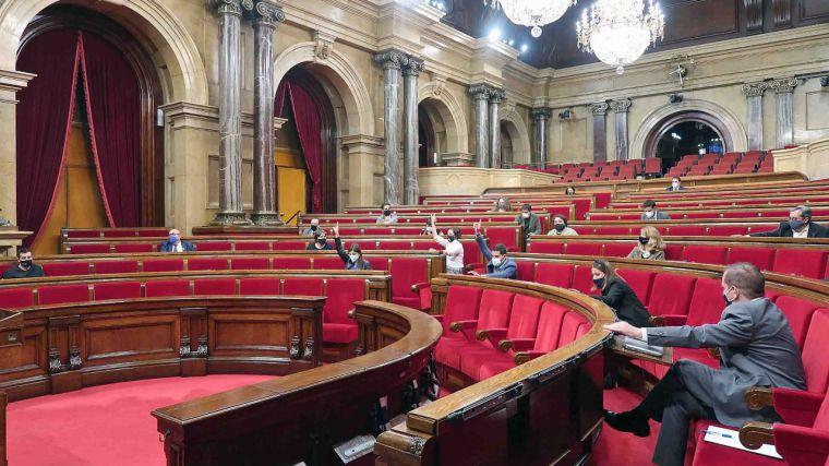 El PP se quedaría a la mitad de escaños que Cs en Cataluña con la irrupción de Vox en el Parlament