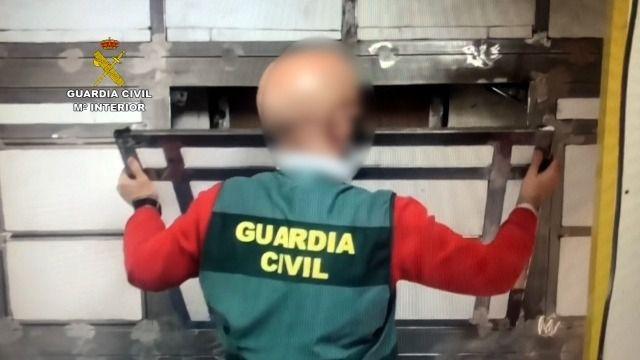 Desmantelado en Ávila el mayor taller clandestino de España dedicado a fabricar dobles fondos