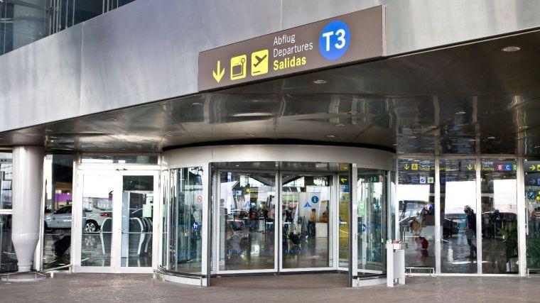 Debacle turística: Aena registró en marzo un descenso en el tráfico de pasajeros del 84% respecto a 2019