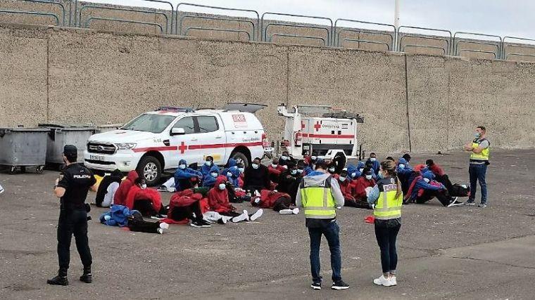 13,5 millones de euros para que la policía asista a los inmigrantes a su llegada