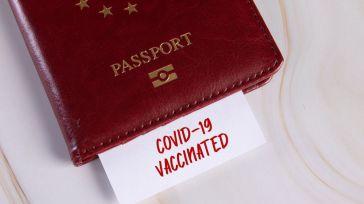 La 'nueva normalidad' que quiere imponer Europa: Un pasaporte de vacunación restringido para viajar