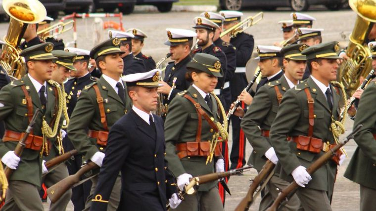 Plazas de las Fuerzas Armadas y la Guardia Civil