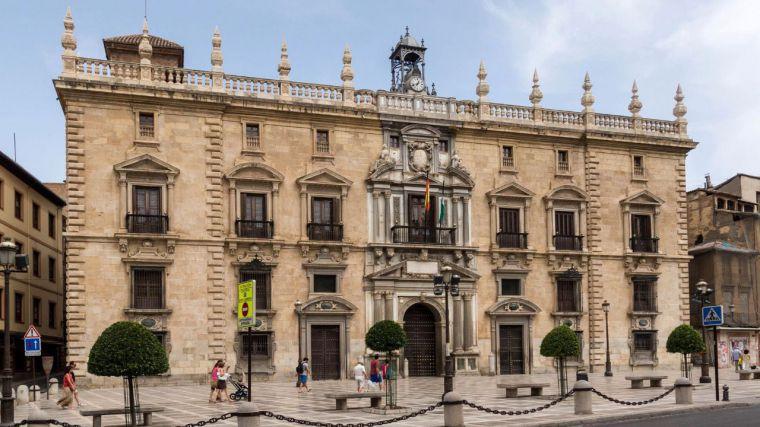 Rebajan de 21 a 13 años de cárcel la condena a una mujer por matar a su marido con una bufanda en Ceuta