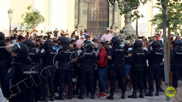 ¡El mitin que no se dio! La visita de Abascal provoca desórdenes en Ceuta