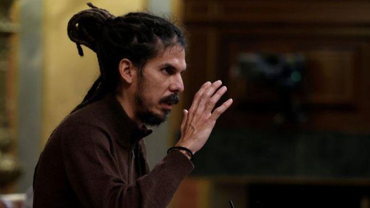 Por patear a un policía: El Supremo sienta en el banquillo al número tres de Podemos