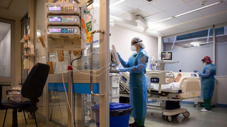 Covid-19: Más de 26.000 vacunados se han contagiado ante una incidencia al alza que afecta a los más jóvenes