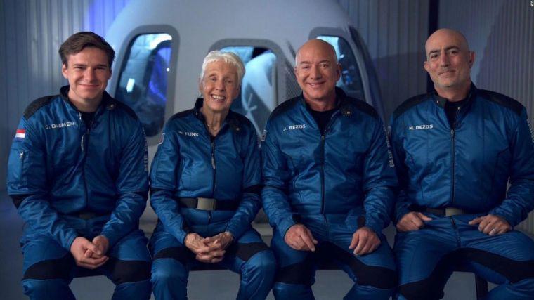 El multimillonario Jeff Bezos viaja al espacio en directo