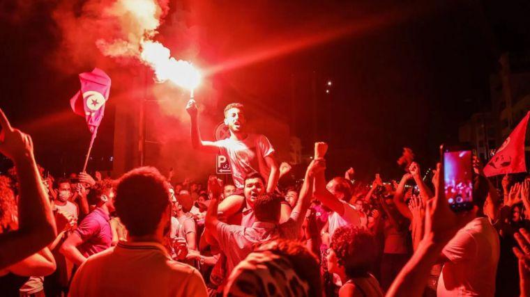 Emoción en Túnez: el presidente Saied destituye a varios cargos mientras que Ennahda se prepara para su posible fin