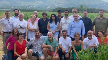 Puigdemont sortea a la justicia española y lo celebra con una paella de verano