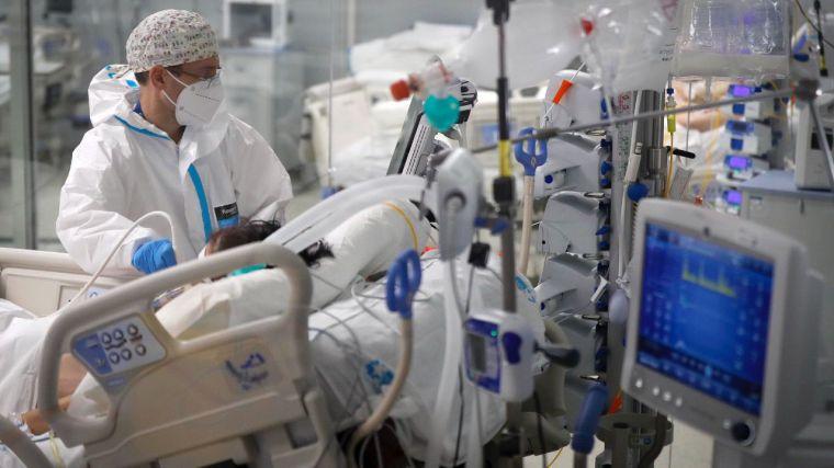 La vacunación no ha 'hecho el agosto' en España: se registra máximo de muertes desde mayo