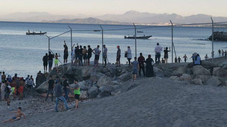 Interior mantiene su opacidad y sigue sin ofrecer la cifra de inmigrantes que entraron en Ceuta en mayo
