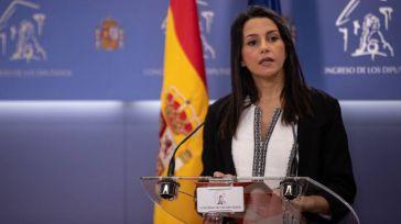 Arrimadas contra la 'mesa de la vergüenza': 'Queremos que el Gobierno cuente de qué hablaron con los que desprecian a los españoles'