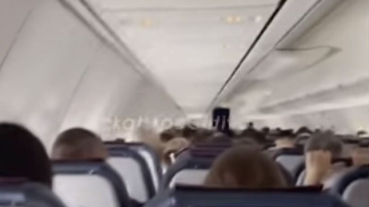 Hay imágenes: Pánico entre los pasajeros de un avión