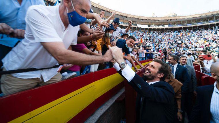 Casado no deja títere con cabeza y reclama 'volver a la España real'