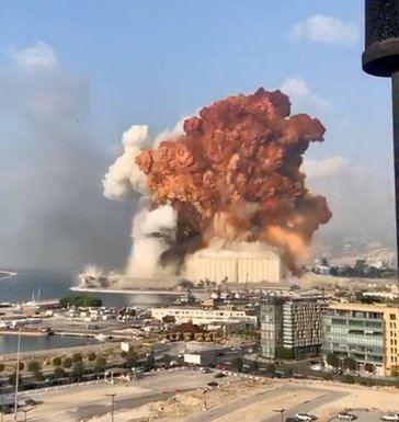 Pánico en Beirut tras una enorme explosión: 'La gente estaba gritando y corriendo, sangrando'