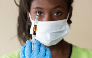 Una enfermera inglesa destapa la olla: ' No son vacunas, esto es un genocidio'